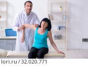 Купить «Mature woman patient visiting doctor», фото № 32020771, снято 12 апреля 2019 г. (c) Elnur / Фотобанк Лори