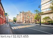 Купить «Улица Петровка Petrovka Street in Moscow», фото № 32021655, снято 12 мая 2019 г. (c) Baturina Yuliya / Фотобанк Лори