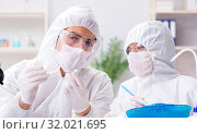 Купить «Two chemists working in the lab», фото № 32021695, снято 14 ноября 2017 г. (c) Elnur / Фотобанк Лори