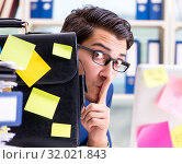 Businessman with reminder notes in multitasking concept. Стоковое фото, фотограф Elnur / Фотобанк Лори