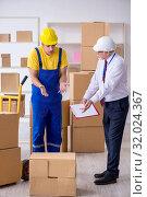 Купить «Professional movers doing home relocation», фото № 32024367, снято 1 мая 2019 г. (c) Elnur / Фотобанк Лори