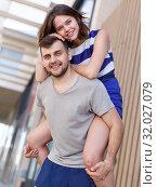 Купить «Young loving couple have a good time», фото № 32027079, снято 27 июня 2018 г. (c) Яков Филимонов / Фотобанк Лори
