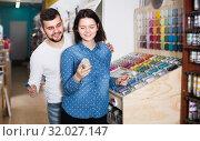 Купить «Ordinary couple choosing new paint», фото № 32027147, снято 9 марта 2017 г. (c) Яков Филимонов / Фотобанк Лори