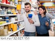 Купить «Woman and man are deciding on best paint», фото № 32027151, снято 9 марта 2017 г. (c) Яков Филимонов / Фотобанк Лори