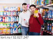 Купить «Couple choose some detergents», фото № 32027247, снято 14 марта 2017 г. (c) Яков Филимонов / Фотобанк Лори