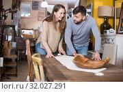 Man with girlfriend admiring vintage table. Стоковое фото, фотограф Яков Филимонов / Фотобанк Лори