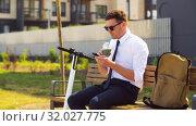 Купить «businessman with smartphone drinking smoothie», видеоролик № 32027775, снято 5 августа 2019 г. (c) Syda Productions / Фотобанк Лори