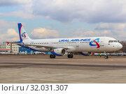 Купить «Самолет Airbus 321 («Аэробус А321») авиакомпании «Уральские авиалинии» (бортовой номер VQ-BOZ), аварийно севший в кукурузное поле в Подмосковье 15 августа 2019 года», фото № 32031307, снято 7 апреля 2019 г. (c) Владимир Сергеев / Фотобанк Лори