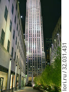 30 Rockefeller Plazaб American Art Deco skyscraper that forms centerpiece of Rockefeller Center in Midtown Manhattan at night. New York City (2019 год). Редакционное фото, фотограф Валерия Попова / Фотобанк Лори