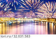 Moskva River and embankments with celebratory colorful fireworks exploding in the skies. Moscow, Russia (2019 год). Стоковое фото, фотограф Владимир Журавлев / Фотобанк Лори