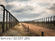 Купить «Barbed wire fence in two rows, Auschwitz II», фото № 32037283, снято 7 мая 2019 г. (c) Tryapitsyn Sergiy / Фотобанк Лори