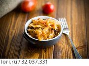 Купить «Stewed cabbage on the old wooden background», фото № 32037331, снято 17 августа 2019 г. (c) Peredniankina / Фотобанк Лори
