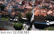 High angle aerial view Cesky Krumlov, Czech (2017 год). Стоковое видео, видеограф Anton Eine / Фотобанк Лори