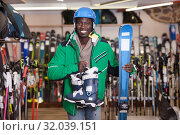 Купить «African man standing with purchased ski equipment», фото № 32039151, снято 16 апреля 2019 г. (c) Яков Филимонов / Фотобанк Лори