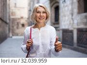 Happy woman walks down city street and thumb up. Стоковое фото, фотограф Яков Филимонов / Фотобанк Лори