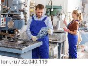 Купить «Male glazier working with glass on drilling machine», фото № 32040119, снято 10 сентября 2018 г. (c) Яков Филимонов / Фотобанк Лори