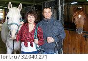 Купить «Portrait of man and woman with roan horse», фото № 32040271, снято 26 ноября 2018 г. (c) Яков Филимонов / Фотобанк Лори