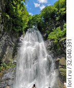 Waterfall in the mountains. Green hills. The mountains. (2019 год). Редакционное фото, фотограф vlasova / Фотобанк Лори