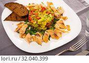 Купить «Trout fillets with guacamole salad», фото № 32040399, снято 14 декабря 2019 г. (c) Яков Филимонов / Фотобанк Лори