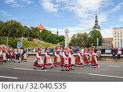 Tallinn, Estonia - JUL 06, 2019: Parade of Estonian Song and Dance Festival. Редакционное фото, фотограф Юлия Кузнецова / Фотобанк Лори