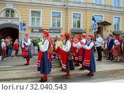 Tallinn, Estonia - JUL 06, 2019: Group of women in national Estonian dresses on Song and Dance Festival. Редакционное фото, фотограф Юлия Кузнецова / Фотобанк Лори