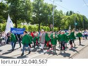 Tallinn, Estonia - JUL 06, 2019: Children on parade during Estonian Song Festival. Редакционное фото, фотограф Юлия Кузнецова / Фотобанк Лори