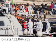 Boats of the Italian Coast Guard and Finance Guard carrying 27 unaccompanied minors arrive at the port of Lampedusa, Sicily, southern Italy, 17 August... (2019 год). Редакционное фото, фотограф Agf/Alessandro Serrano' / age Fotostock / Фотобанк Лори