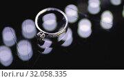 Gold Wedding Rings macro closeup lensflare shoot diamon Jewellery. Стоковое видео, видеограф Aleksejs Bergmanis / Фотобанк Лори