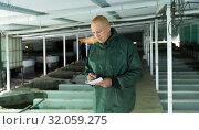 Male controlling trout growing in pools. Стоковое фото, фотограф Яков Филимонов / Фотобанк Лори