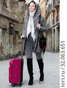 Купить «female with baggage in hood», фото № 32063651, снято 11 ноября 2017 г. (c) Яков Филимонов / Фотобанк Лори