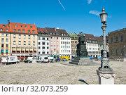 Купить «Красивые дома Мюнхена. Солнечный день летом. Бавария. Германия», фото № 32073259, снято 19 июня 2019 г. (c) E. O. / Фотобанк Лори