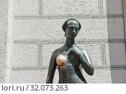 Купить «Статуя Джульетты в Мюнхене. Бавария. Германия», фото № 32073263, снято 19 июня 2019 г. (c) E. O. / Фотобанк Лори