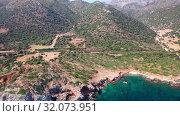Aerial video on sea coast near Kalo Horafi or Vossako beach on Crete, Greece (2019 год). Стоковое видео, видеограф Serg Zastavkin / Фотобанк Лори
