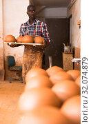 Man carrying clay products in pottery. Стоковое фото, фотограф Яков Филимонов / Фотобанк Лори