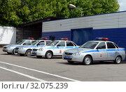 Автомобили дорожно-патрульной службы полиции перед выездом в рейд (2019 год). Редакционное фото, фотограф Free Wind / Фотобанк Лори