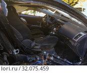 Купить «Салон легкового автомобиля после ДТП», фото № 32075459, снято 10 октября 2018 г. (c) Вячеслав Палес / Фотобанк Лори