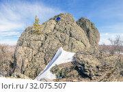 Купить «A handsome mature tourist sits on top of a mountain and enjoys climbing.», фото № 32075507, снято 25 апреля 2019 г. (c) Акиньшин Владимир / Фотобанк Лори