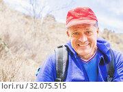 Купить «Laughing adult man in a baseball cap with a backpack.», фото № 32075515, снято 23 апреля 2019 г. (c) Акиньшин Владимир / Фотобанк Лори