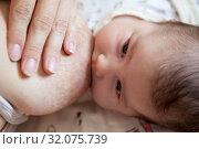 Human milk feeding with female breast, newborn baby breastfeeding, face. Стоковое фото, фотограф Кекяляйнен Андрей / Фотобанк Лори