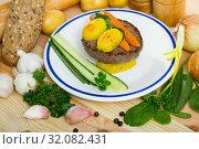 Купить «Beef cutlet with baked new potatoes and carrots», фото № 32082431, снято 19 сентября 2019 г. (c) Яков Филимонов / Фотобанк Лори