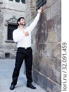 Man near stone wall singing serenade. Стоковое фото, фотограф Яков Филимонов / Фотобанк Лори