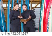 Купить «Woman taking for rent surf equipment», фото № 32091587, снято 30 апреля 2018 г. (c) Яков Филимонов / Фотобанк Лори