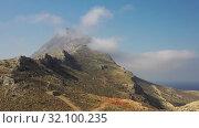 Aerial video of Platiskinos mountain range over Balos lagoon. Crete, Greece. (2019 год). Стоковое видео, видеограф Serg Zastavkin / Фотобанк Лори