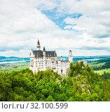 Вид на замок Нойшванштайн (Нейшванштейн, Schloss Neuschwanstein). Летний день. Бавария. Германия (2019 год). Стоковое фото, фотограф E. O. / Фотобанк Лори