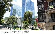 Купить «Picturesque summer landscape of Spanish city of Bilbao streets», видеоролик № 32105291, снято 16 сентября 2019 г. (c) Яков Филимонов / Фотобанк Лори