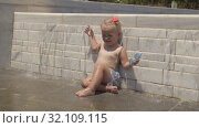 Купить «Waterfall for a baby», видеоролик № 32109115, снято 19 сентября 2019 г. (c) Данил Руденко / Фотобанк Лори