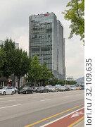 Купить «View of the Twin Tree Building, Seoul, South Korea, August 13, 2», фото № 32109635, снято 13 августа 2018 г. (c) ok_fotoday / Фотобанк Лори