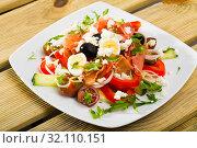 Купить «Dish of Bulgarian cuisine Shepherd salad», фото № 32110151, снято 6 июня 2020 г. (c) Яков Филимонов / Фотобанк Лори
