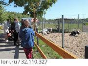 На экскурсии в зоопитомнике московского зоопарка в Сычево. Редакционное фото, фотограф Сергей Соболев / Фотобанк Лори
