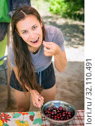 Купить «beautiful young woman washes cherries and eats», фото № 32110491, снято 7 июля 2019 г. (c) Акиньшин Владимир / Фотобанк Лори
